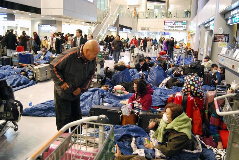 震災当夜の成田空港旅客ターミナル=2011年3月11日