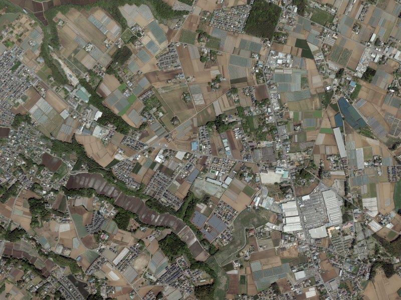 八街市立朝陽小や事故現場周辺の空中写真(出典・国土地理院、2016年4月撮影)