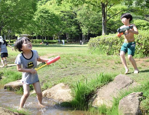 夏の水鉄砲