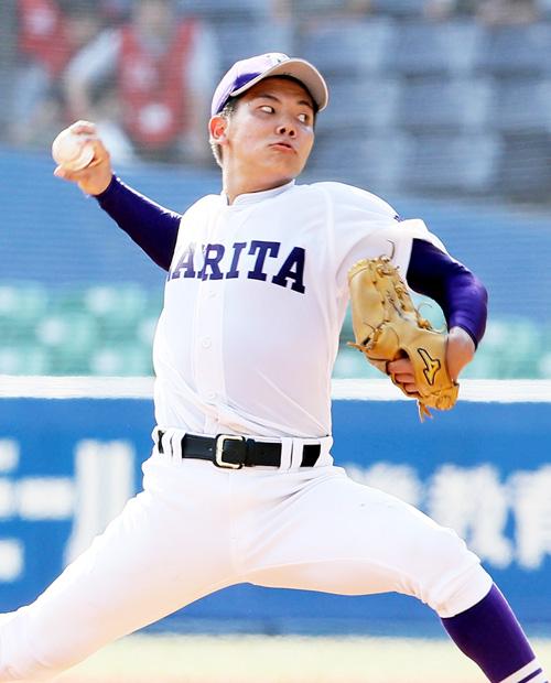 6回途中から登板し4安打1失点に抑えた成田・仲沢