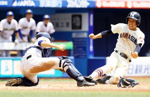 8回表習志野2死二塁、岡の左前打で二走石川がホームを狙うがタッチアウト。捕手池田