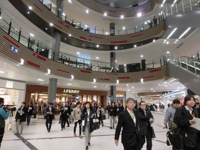 大勢の報道関係者で賑わったイオンモール幕張新都心の内覧会(2013年12月)